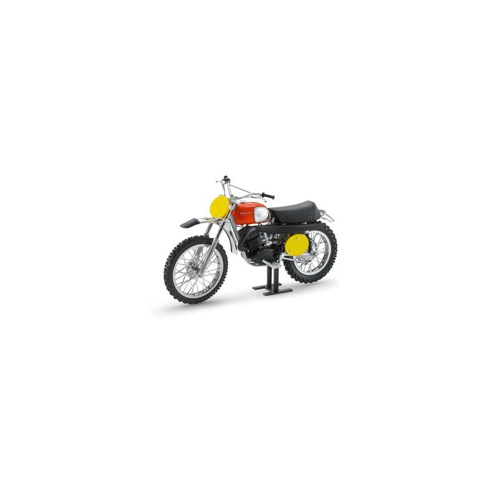 maquette moto cross husqvarna 400 1970 moto and co. Black Bedroom Furniture Sets. Home Design Ideas